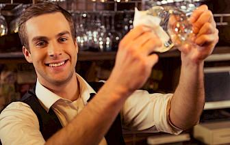 Šest glavnih karakteristika za konobara