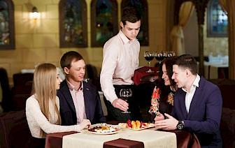 6 činjenica koje trebaš znati prije odabira konobarske karijere