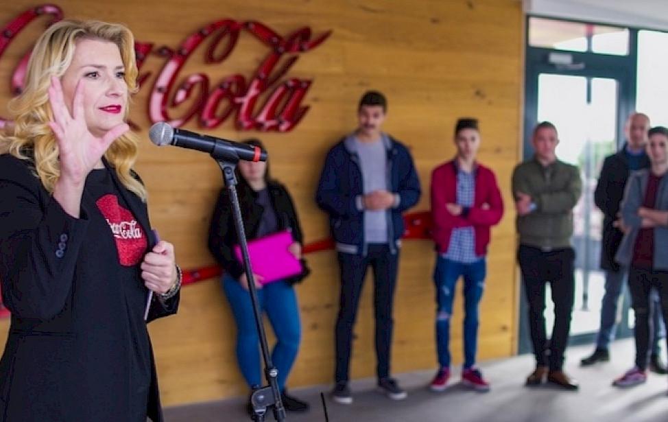RAISE THE BAR Coca Colina akademija daje financijsku pomoć barmenima tijekom krize